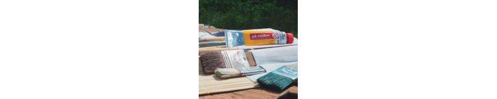 Tienda de manualidades y bellas artes. Disponemos de pinturas, lienzos, caballetes, cajas surtido de pinturas...